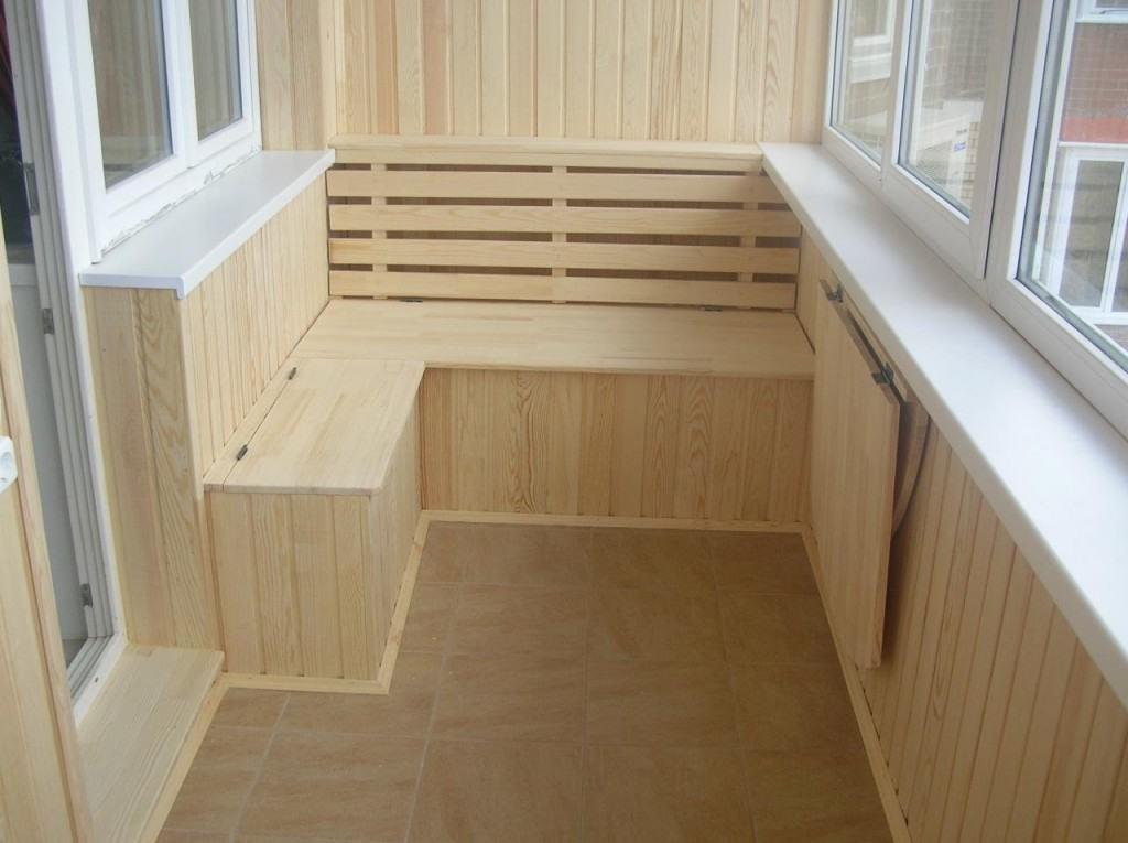Пример оформления балкона виниловым сайдингом
