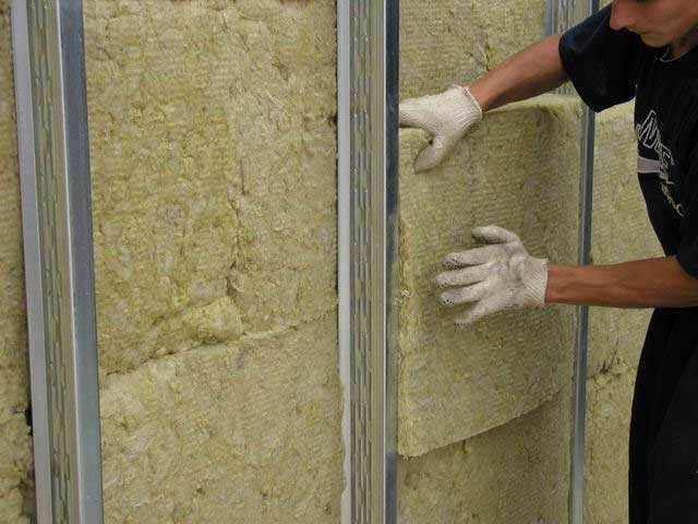 Для организации утеплительного слоя под сайдинг подойдет любой термоизоляционный материал.