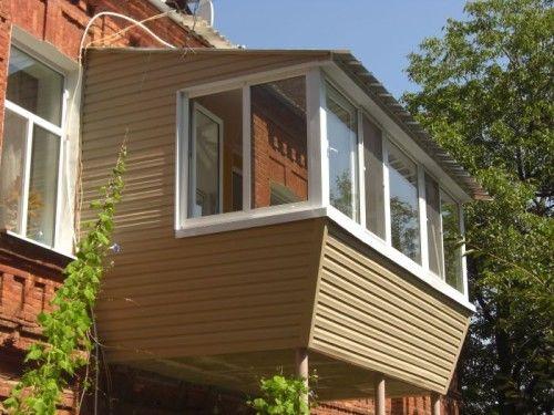 Обивка сайдингом балкона