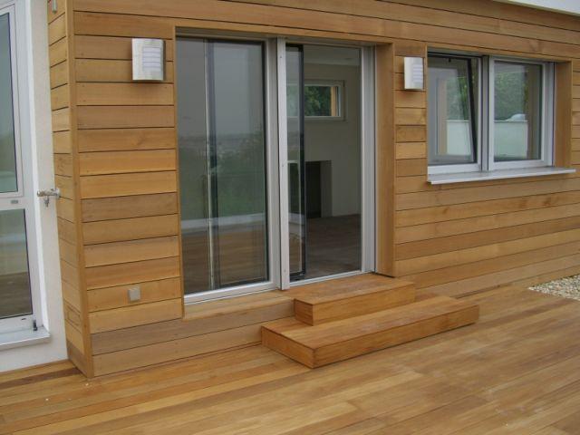 Строение, обшитое деревянным сайдингом, придаст внешнему фасаду особый колорит.