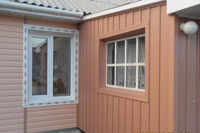 Украсить фасад дома можно при помощи двух способов. Это горизонтальная и вертикальная отделка