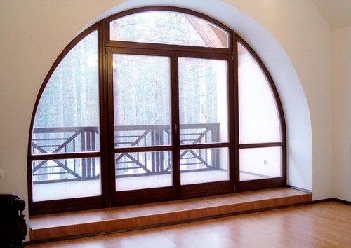Для оформления арочных откосов сайдинговыми панелями применяют гибкий J-профиль с жестким креплением к основанию проема