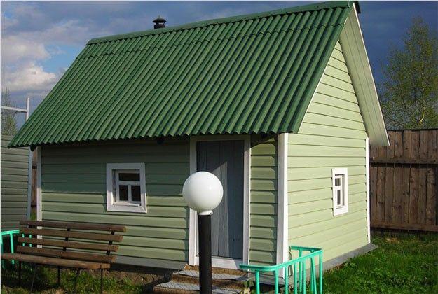 Фото небольшого дома из пеноблоков, обшитого виниловым сайдингом