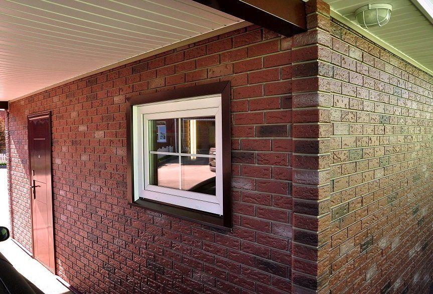 Использование искусственной облицовки во многом защитит фасад от дождя или сильного ветра, но утепление в любом случае необходимо
