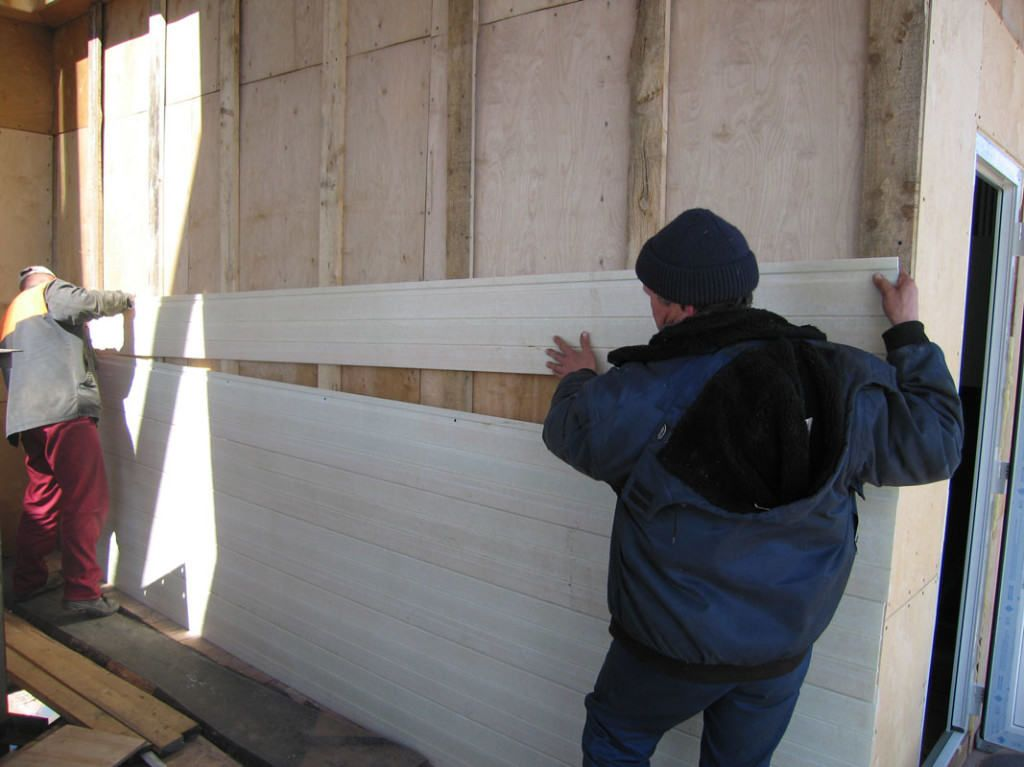 Обшивка стен дачного дома сайдингом