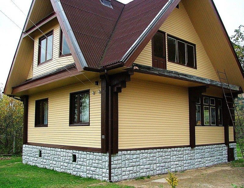 Дом, отделанный несколькими видами сайдинга