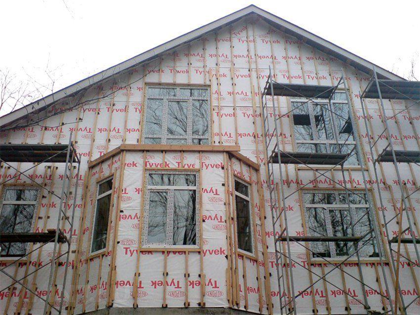 Фасад с готовой обрешёткой