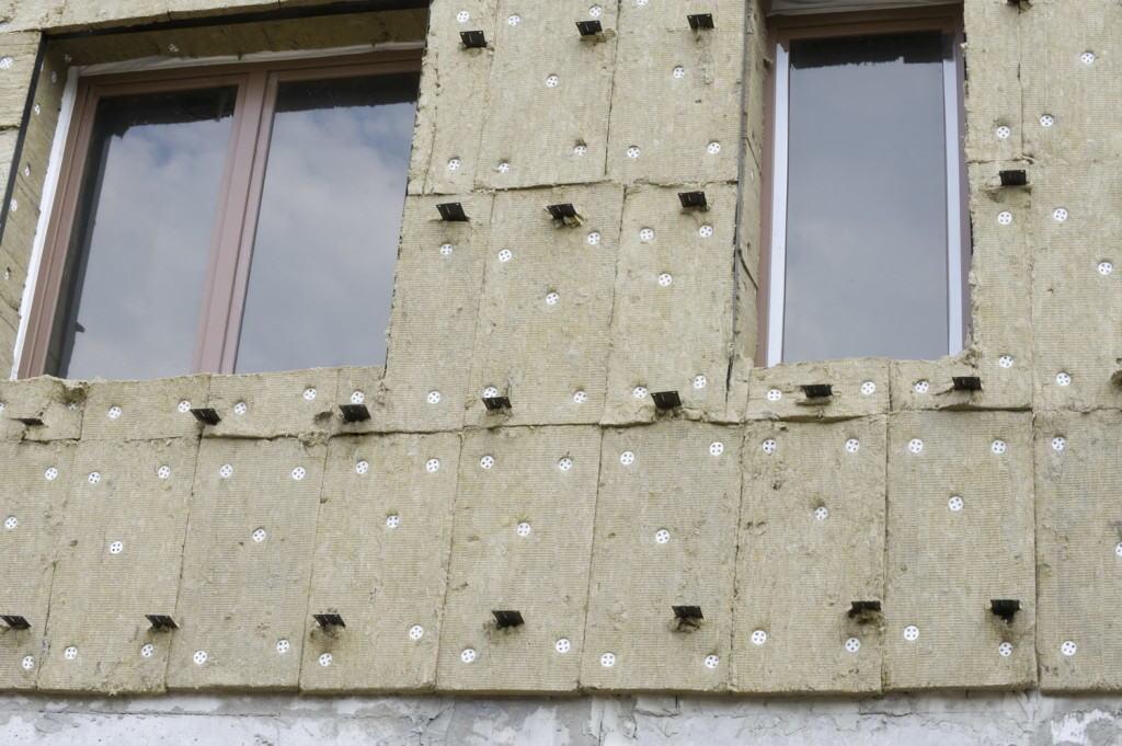 Утеплённый фасад, готовый к монтажу направляющих профилей