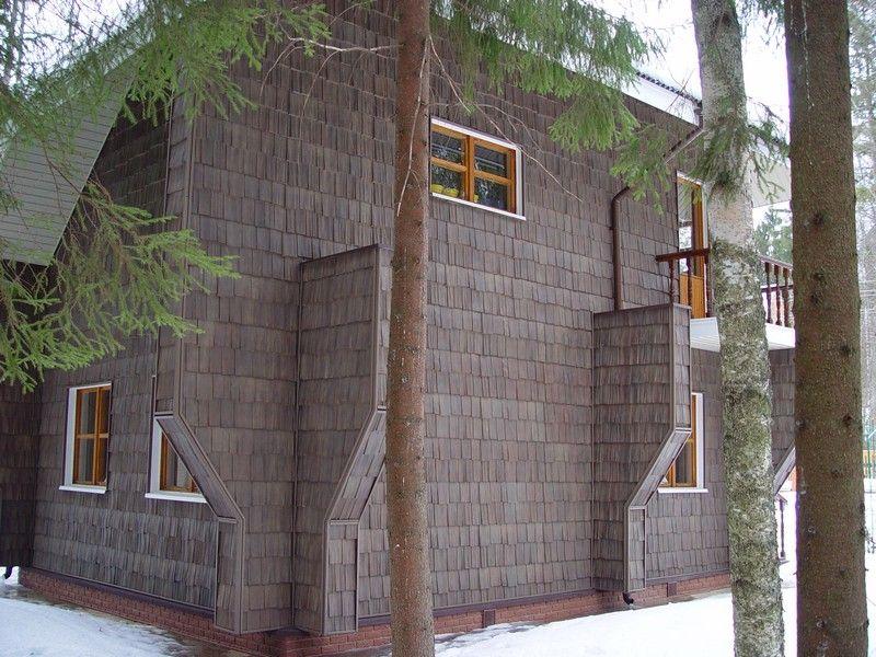 Оригинальная конструкция дома обшитого сайдингом