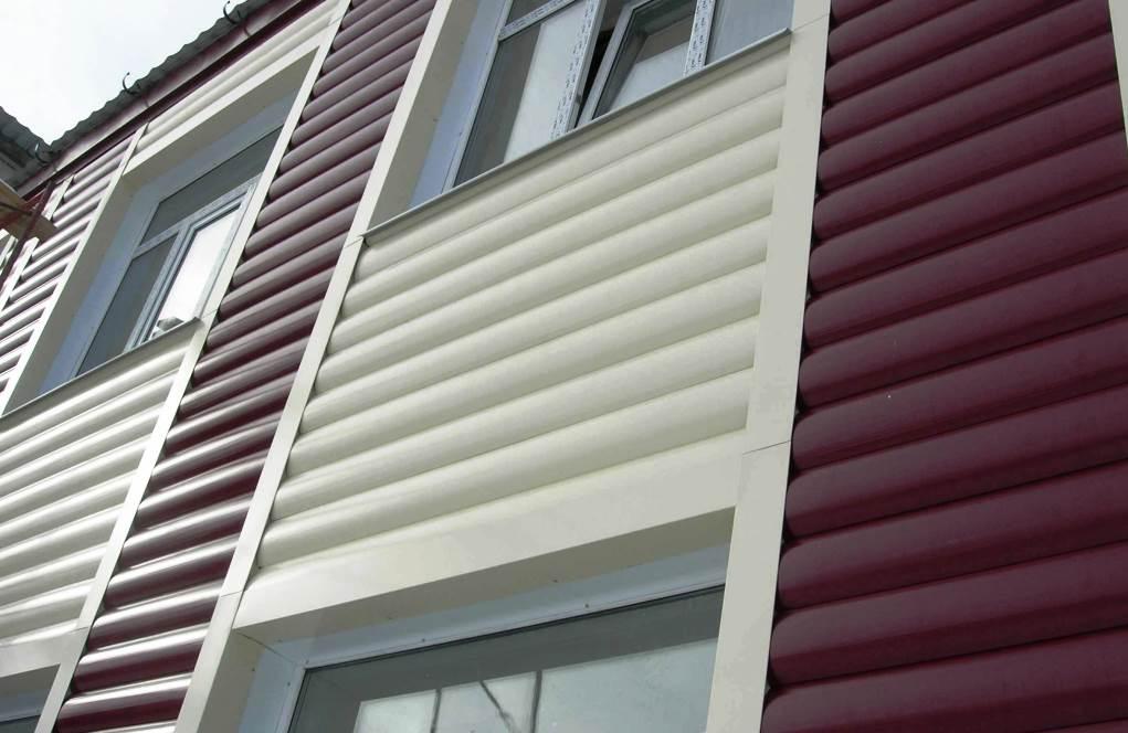Блок хаус без текстурной имитации дерева, набранный комбинированным способом из двух контрастных оттенков