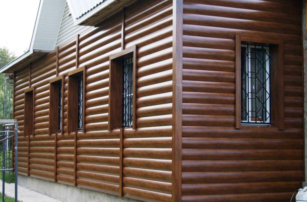 Металлический сайдинг, имитирующий деревянный блок-хаус