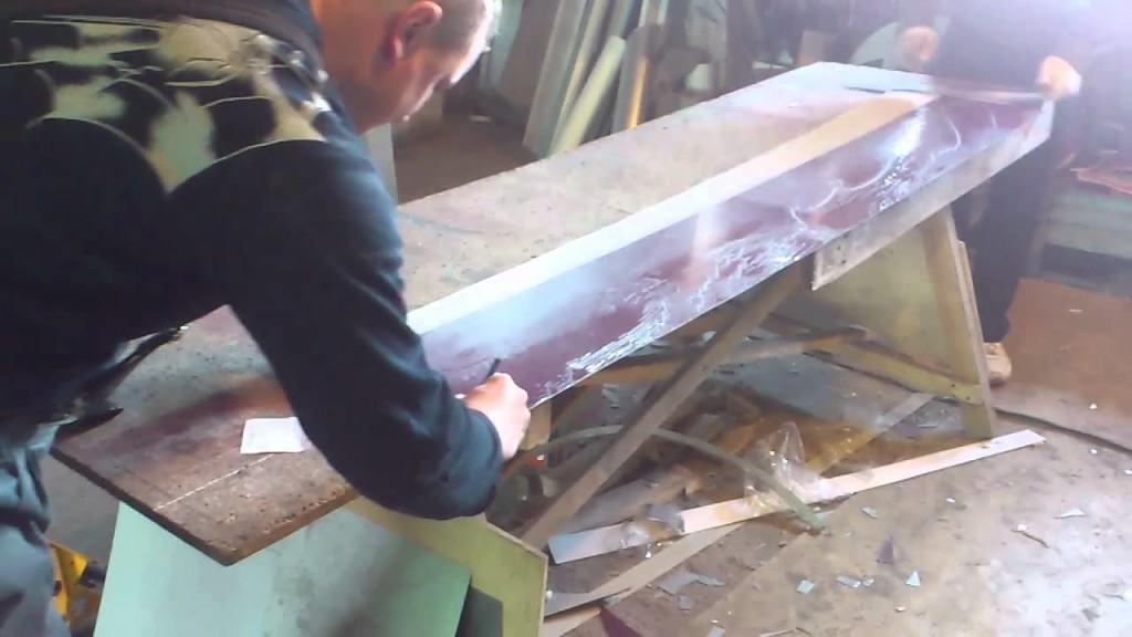 Разметка и снятие защитной плёнки с ветровой планки перед её монтажом
