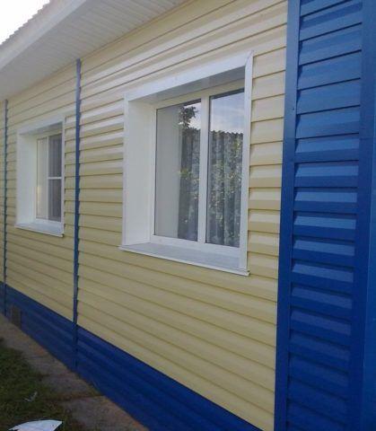 Если вы хотите обшить дом сайдингом разных цветов, то каждый из них нужно считать отдельно