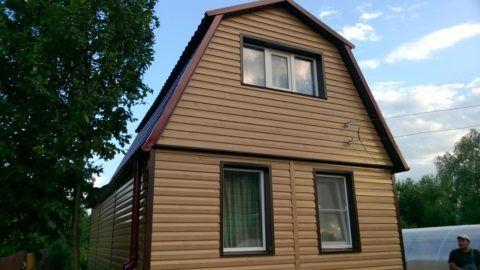 Дом, облицованный металлическим сайдингом