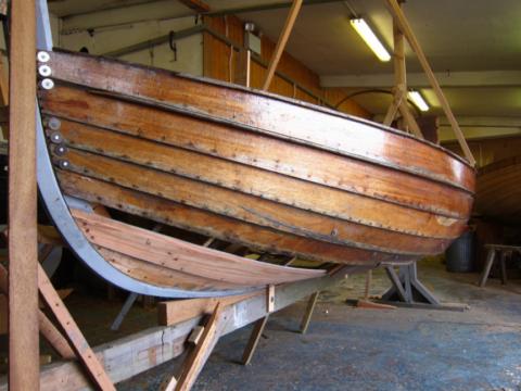 Лодка, облицованная деревом