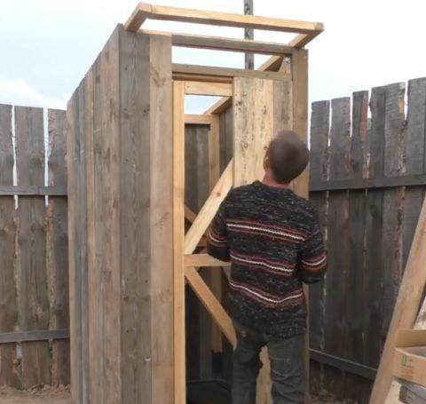 Монтаж доски на рамку двери
