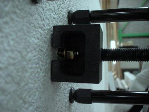 Многие виды керамосайдинга монтируются исключительно на «родную» металлическую подсистему