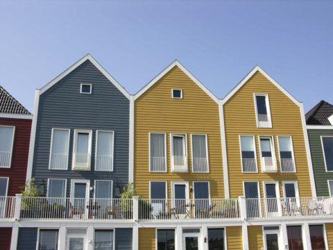 Разноцветные фасады из керамического сайдинга