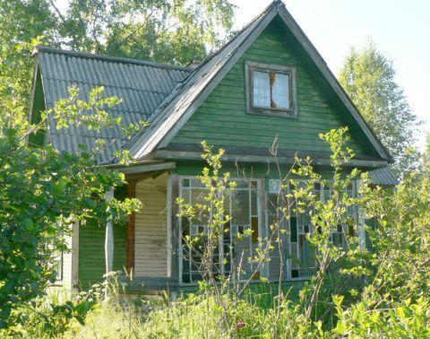 И такое старое строение можно превратить в эстетичный загородный дом