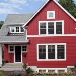 Дизайн домов из сайдинга можно выполнять путём монтажа панелей в разных направлениях