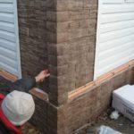 Отделка угловой зоны модулями, тогда как стены облицованы длинномером