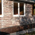 Полная облицовка фасада цокольными панелями с комбинированием двух видов