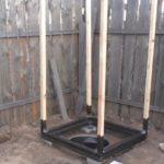В нижней части стойки тоже нужно покрыть гидроизоляционным составом