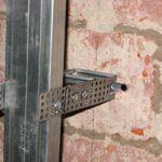 Крепление профиля к стенке