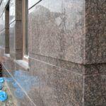 Применение натурального гранита при облицовке фасада