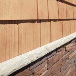 Сочетание фасадных панелей и цокольного сайдинга Найлайт