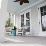 Дизайн открытой веранды с сайдингом на потолке